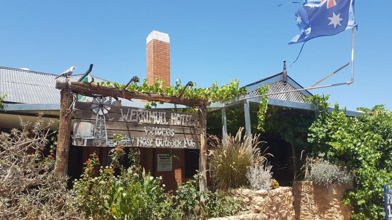 Victoria's 'most outback pub' to tap new owners