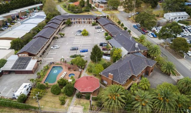 Lilydale motel owners selling business for $1