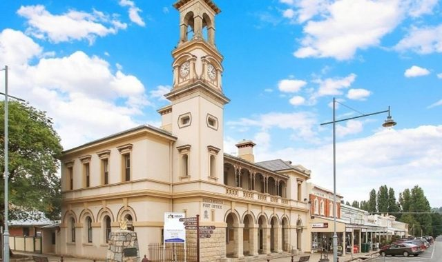 Historic Beechworth Post Office waits for new buyer's stamp