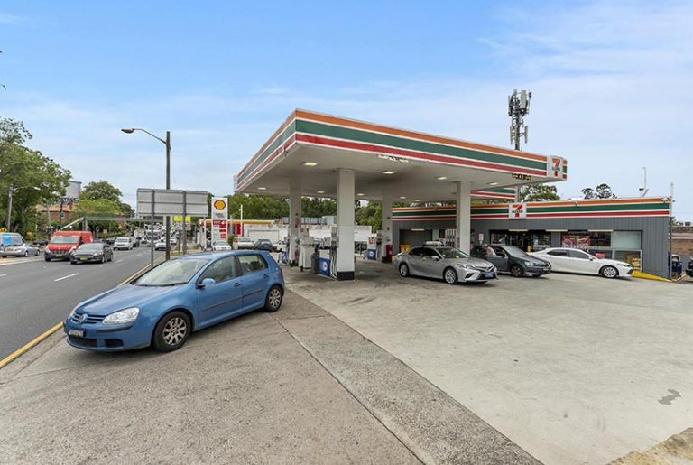 Investors buy 18 7-Eleven service stations within hours
