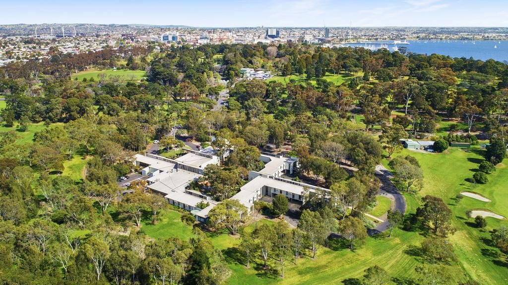 The Geelong Conference Centre in Eastern Park adjoins a golf course and the city's botanic gardens.