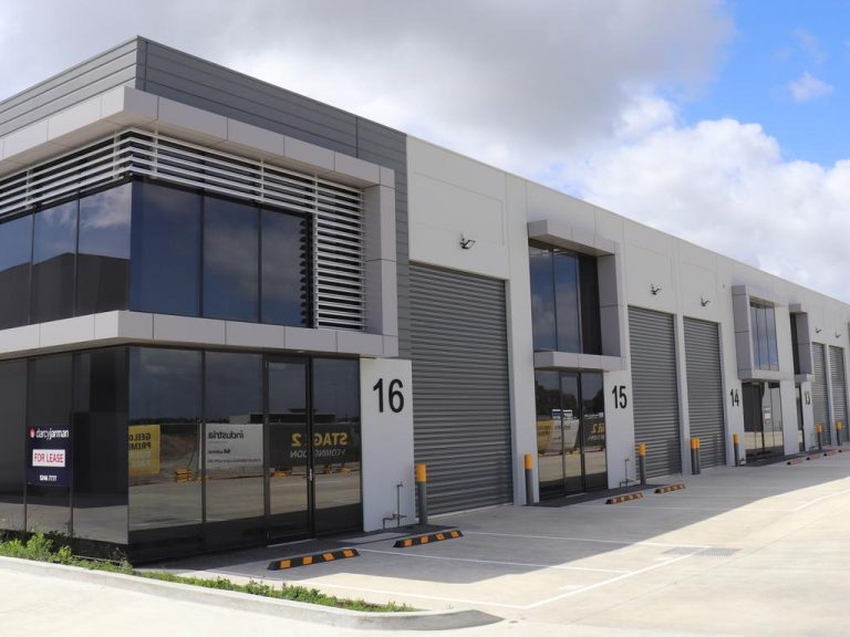 What's behind Geelong's boom in industrial warehouse construction