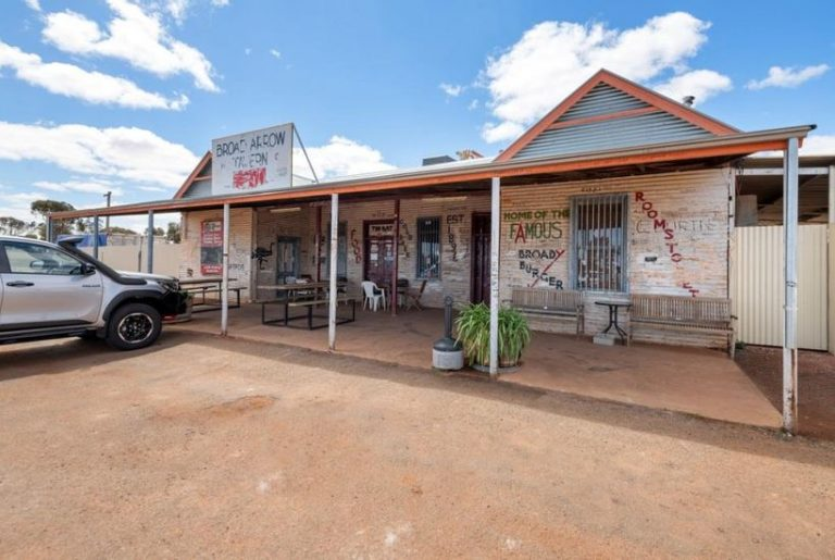 Wannabe publicans: Australia is overrun with watering holes for sale