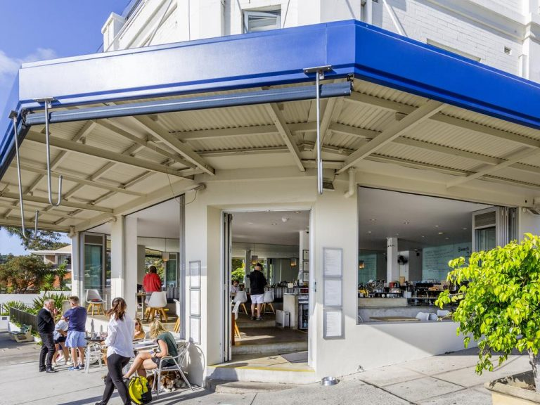 Beach House Balmoral Restaurant and Cafe site sells at auction for the first time in 15 years