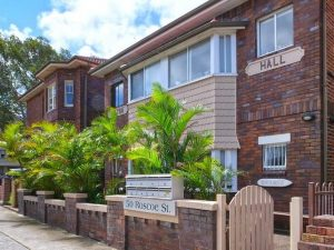 Eight owners selling Bondi Beach Art Deco apartment block Milton Hall hold out for top dollar