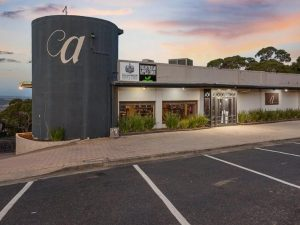 Arthurs Seat: Iconic Arthurs Hotel opposite Eagle Skylift for sale